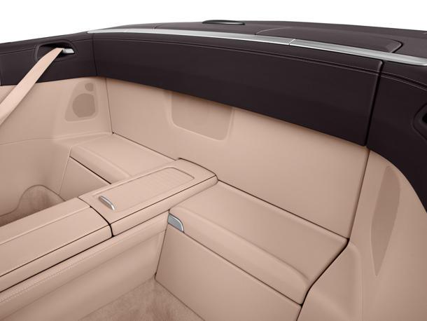نمای صندلی عقب SL-Class
